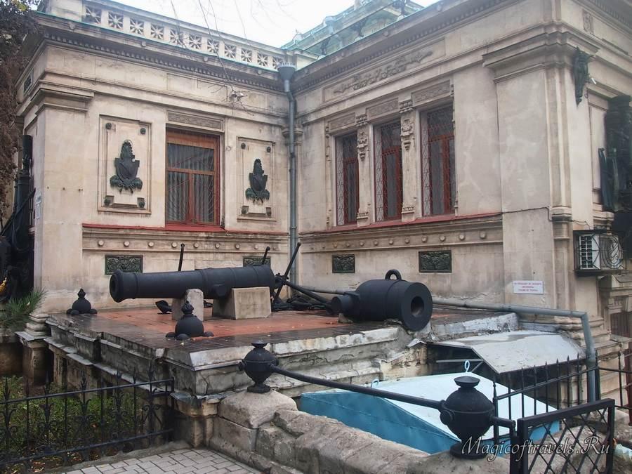 На территории музея